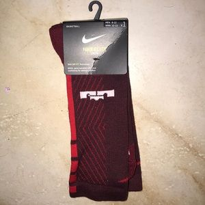 ❤️NWT NIKE ELITE LEBRON DRI FIT BASKETBALL SOCKS❤️
